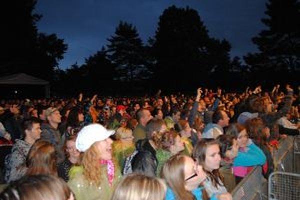 Davy fanúšikov neodradili ani blato, zima a dážď. Naopak, dali Dobrému festivalu svojskú, súdržnú atmosféru.