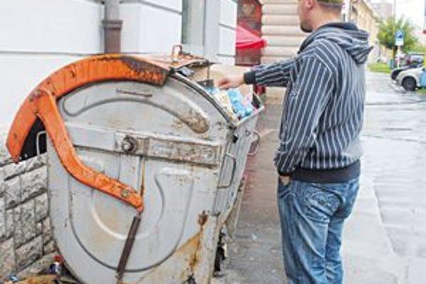 Odpad v meste. Na zber odpadu nie je dostatok finančných prostriedkov.