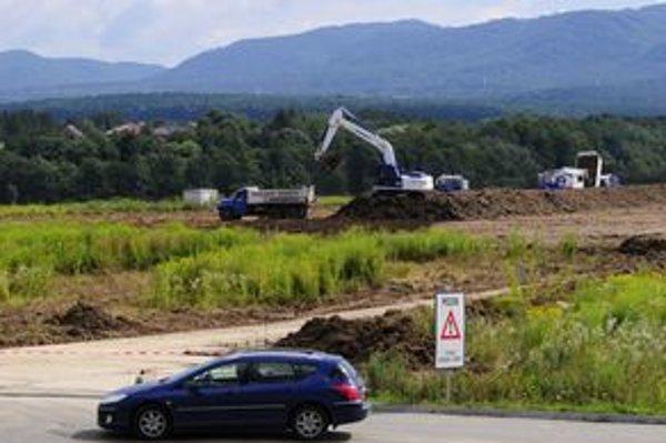 Na pozemkoch, za ktoré Honeywell už Prešovu zaplatil, sa medzičasom rozbehla výstav nového závodu.