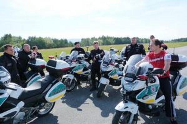 Inštruktáž pre policajtov vykonávali profesionáli z prostredia motocyklových pretekov.
