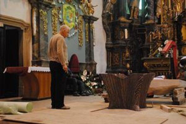 Nový oltár.