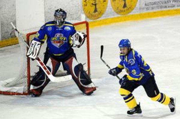 František Pulščák. Hrajúci asistent tvrdí, že výhru súperovi hrúbkami doslova darovali.