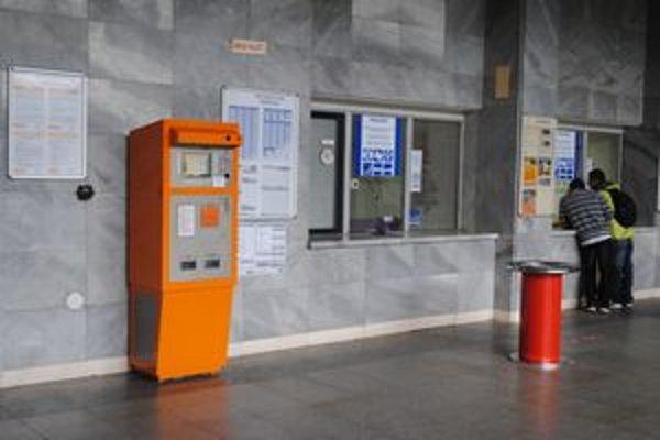 Železničná stanica v Prešove. Samoobslužný automat využívajú ľudia minimálne.