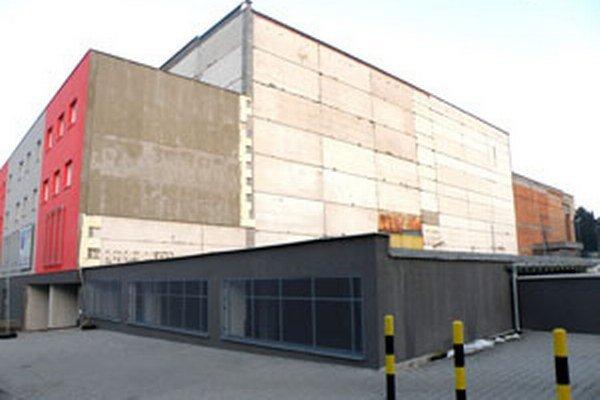 Titanic sa postupne mení na Regionálne obchodné centrum.