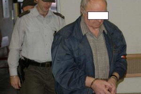 Útočník. Prokuratúra ho žaluje zo zločinu vraždy v štádiu pokusu.