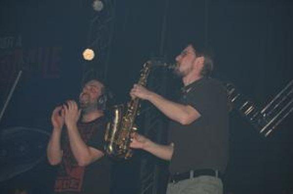 Ivan Tásler a Gapa. Prešovskí muzikanti to na pódiu roztočili.