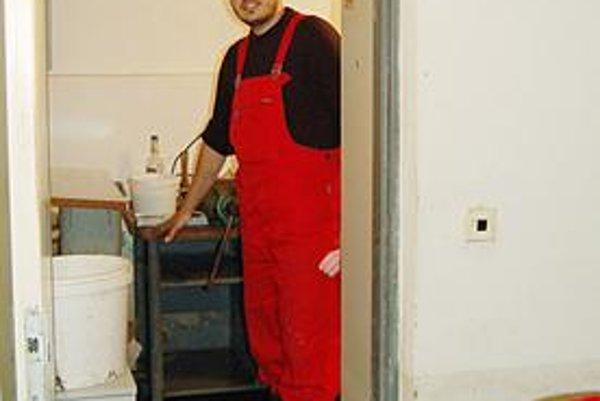 Fekálie v dome. V. Barkovci čistil pivnicu celú noc. Voda siahala do metra.