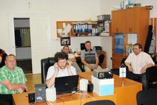 Prešovský štáb KDH. Figeľovcov bolo málo, program tvorilo sledovanie prichádzajúcich výsledkov.
