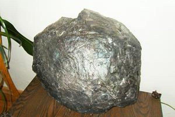 Atrakcia. Replika lenartovského meteoritu.