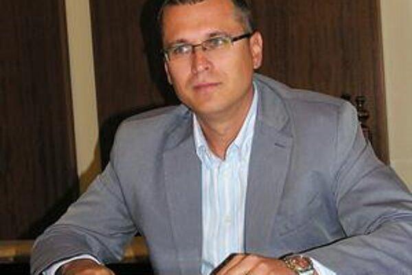 Prednosta. Podľa J. Višňovského sa budú škrtať všetky výdavky.
