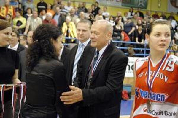 Kormidelník sa nemení. Trénerom tímu bude i naďalej Jozef Rešetár.