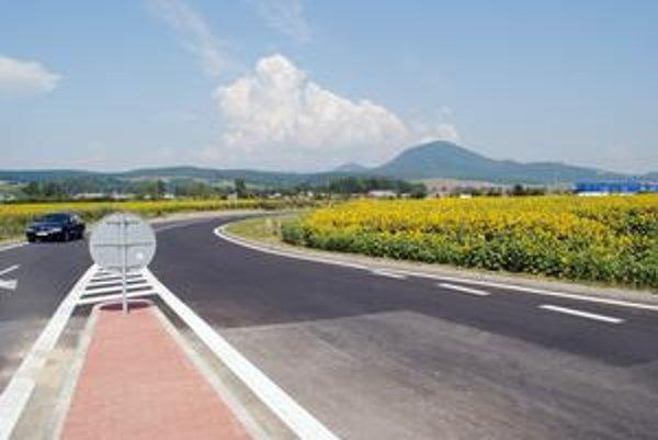 Hotovo. Nová cesta odľahčí dopravu z Družstevnej.