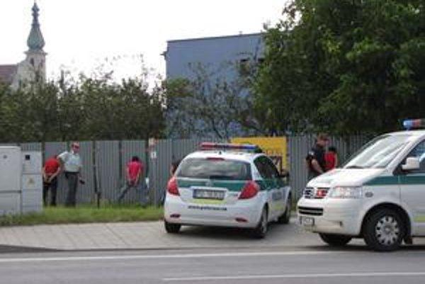 Chytili Afgáncov. Viezli sa cez Prešov v taxíku.