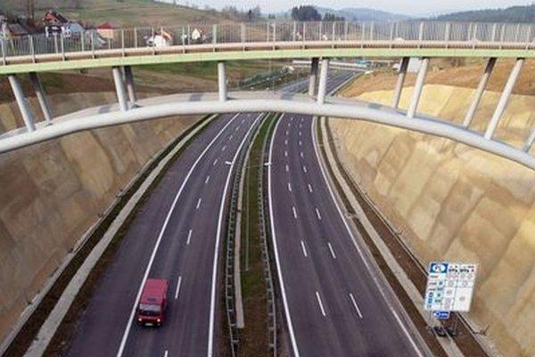Výstavba diaľnice D3 nad obcou Skalité.