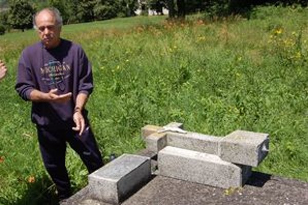 Zničenie cintorína vyvolalo v júni v Poši veľké pohoršenie.