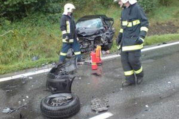 Nehoda v smere od Sabinova. Účastník zrážky štyroch áut utrpel ťažké zranenia.
