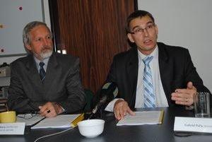 Nezaregistrovaný kandidát za KDH Peter Stachura (vľavo) a hovorca Kresťanskodemokratického klubu v Gregorovciach Gabriel Paľa.