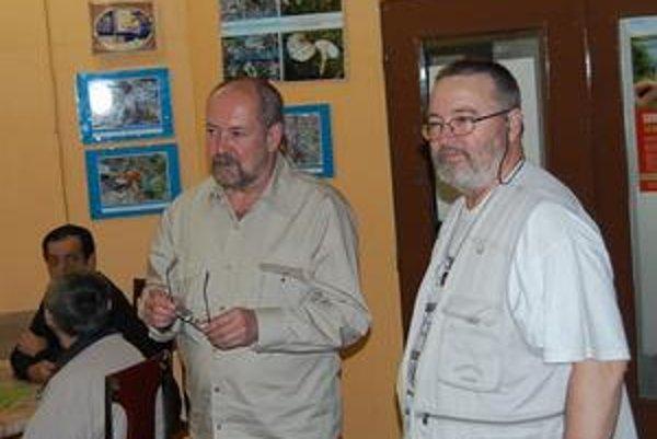 V poradni. J. Humeňanský (vľavo) spolu s už nebohým A. Korbačkom.