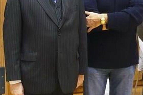 Osobnosti. Najúspešnejších budú dekorovať R. Matlovič (vľavo) a R. Horváth.