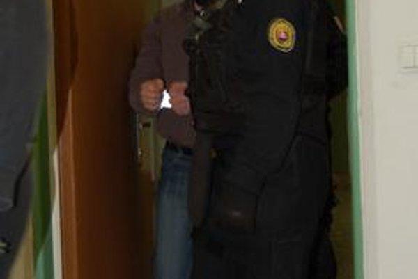Malé ryby? Policajti chytili dílerov, údajný organizátor heroínového kšeftu Baki Sadiki im ušiel.