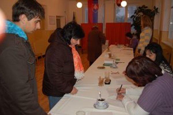V Gregorovciach najvyššiu účasť volebná komisia očakáva podvečer.