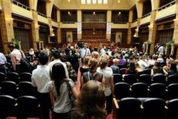 INEKO navrhuje aj spoplatnenie vysokoškolského štúdia.