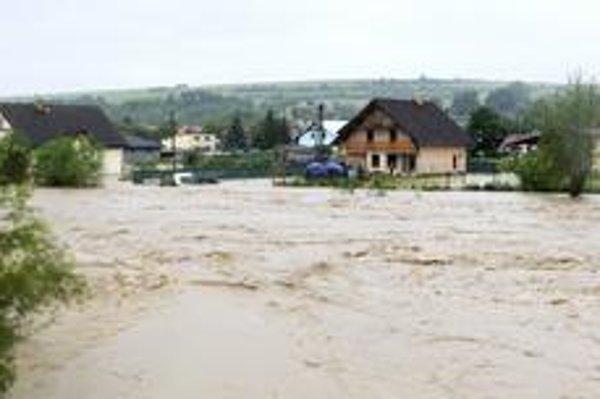 Ničivé povodne neobišli ani Veľký Šariš.