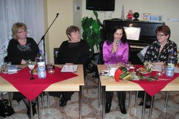 Krst knihy Prebuď sa! Daniela Peleščáková (v strede) vydala svoju prvú knihu pred mesiacom. Už teraz však rozmýšľa nad jej druhým dielom.