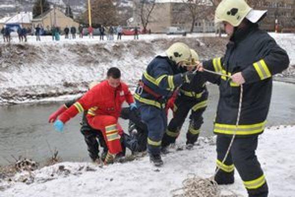 Mŕtvolu našli v rieke poniže mosta cez Torysu medzi ulicami Obrancov mieru a 17. novembra.