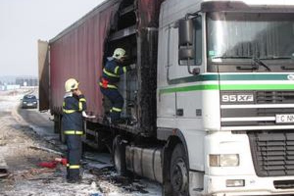 Pri Svidníku horel v sobotu kamión.