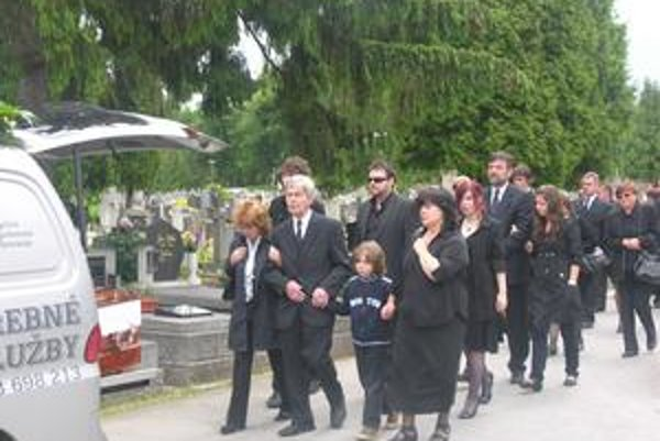 Rozlúčka. Smútila celá rodina aj s jeho mladším bratom Michalom.