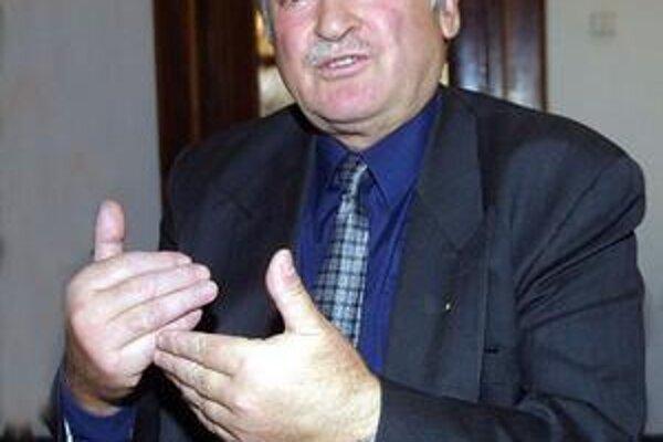 Štefan Kruško. Bojuje za krajanov od roku 2002.