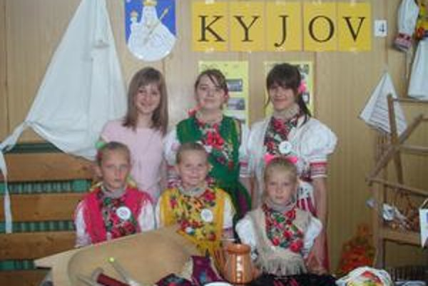 Kroj. Najkrajší kroj bol z Kyjova.