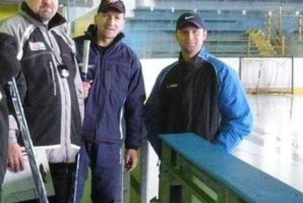 Opäť na ľade. Zľava P. Křemen, M. Milý a J. Ferjo sa zase stretnú v škole.