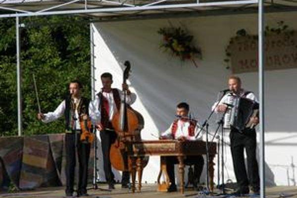Ľudová hudba Ondreja Kandráča. Mošurovčania sa pri nej zabávali až do rána.