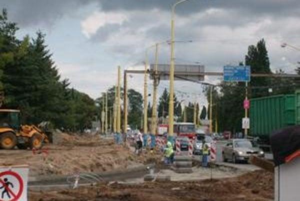 Križovatka na Sabinovskej. Len č. 38 premáva inou trasou, preto nepotrebuje náhradu.