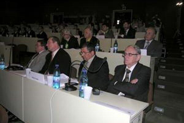 Vranovskí poslanci. S odvolaním riaditeľa DSS vo Vranove z funkcie nesúhlasili.