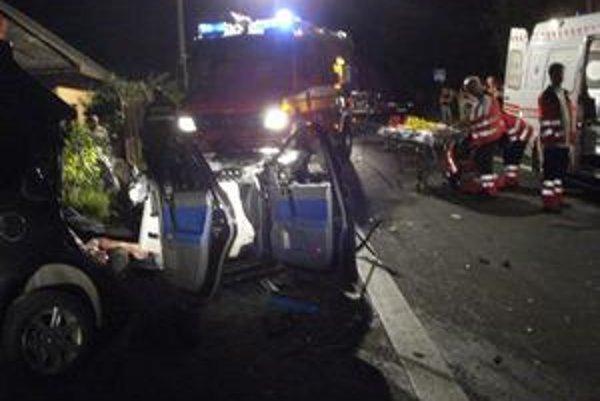 Nehoda. Tragédia sa stala v noci na ceste I. triedy.