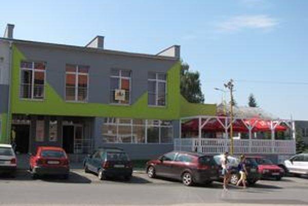 Diskotékový klub v Stropkove. Petíciu spísali nielen obyvatelia Ulice akad. Pavlova, ale aj mladí Stropkovčania, ktorí podnik navštevujú.