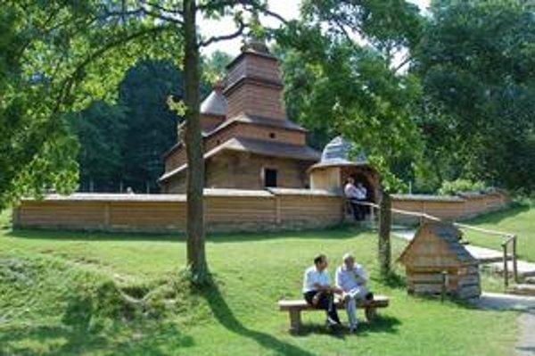 Chrám zasvätený Ochrane Presvätej Bohorodičky. Je z Mikulášovej a pochádza z roku 1730.