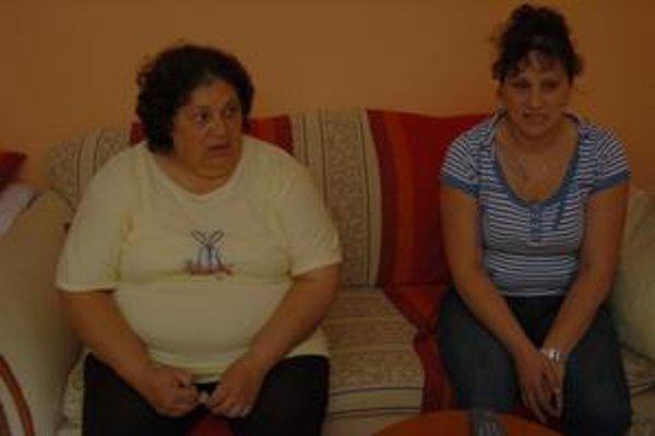 Obyvateľky Michalian. Sú Rómky, žijú slušným životom. Nechápu, prečo by mali pykať za skutky iných.