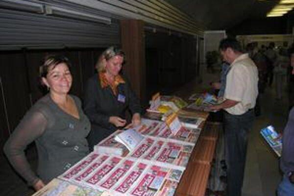 Korzár. Aj dnes si môžete kúpiť noviny, dostanete k nim darček.