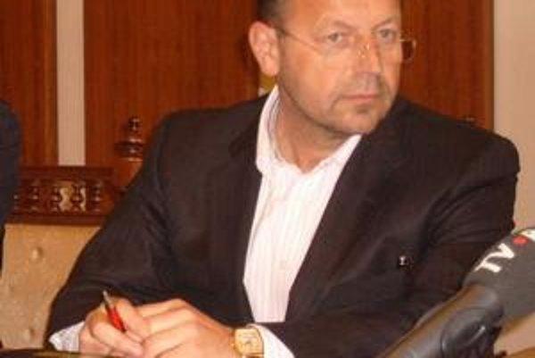 Pavel Hagyari. Podáva trestné oznámenie za ohováranie.