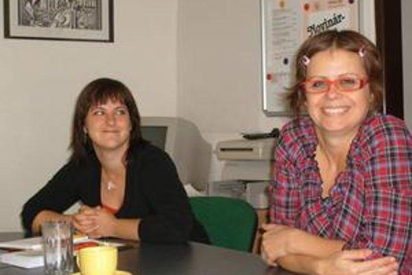 Babadlo. Zľava L. Keseličková a riaditeľka J. Labudová.