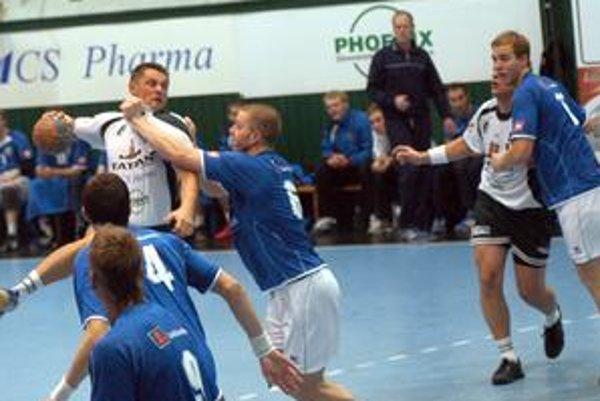 Alexander Radčenko. Aj skúsený legionár pocítil tvrdosť islandských hráčov.