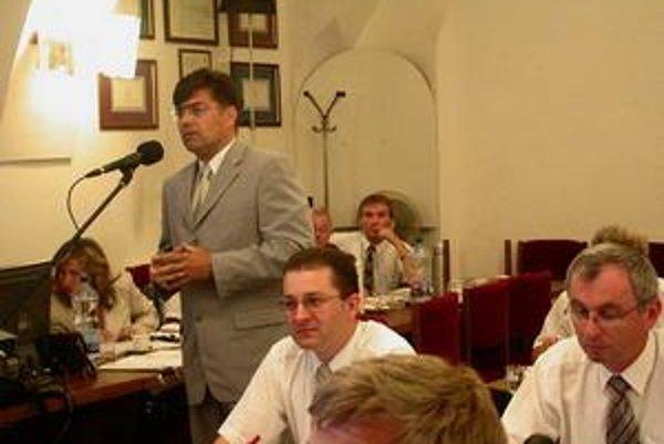 Igor Gula. V roku 2007 presviedčal poslancov o výhodách kogeneračnej jednotky.