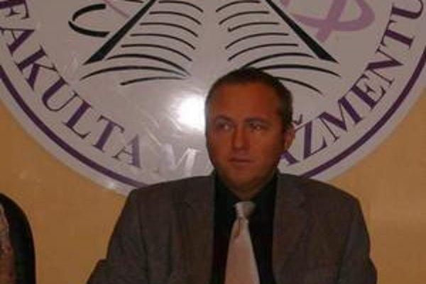 Dekan FM. Róbert Štefko prijal 6 nových učiteľov.