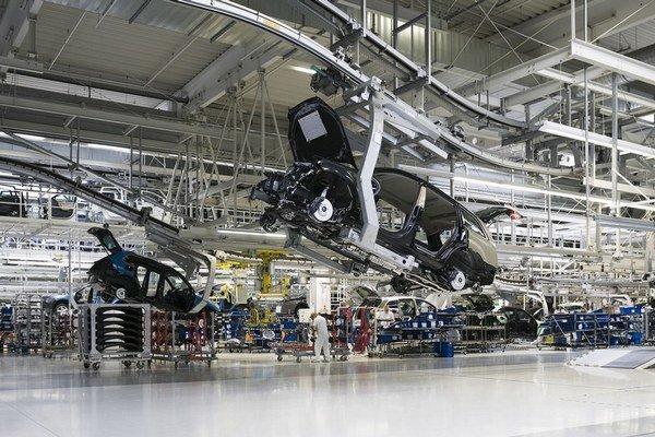 Na kompletnú montáž Porsche si tunajší závod počká, chystá vraj aj zlepšené verzie VW Touareg či Audi Q7.