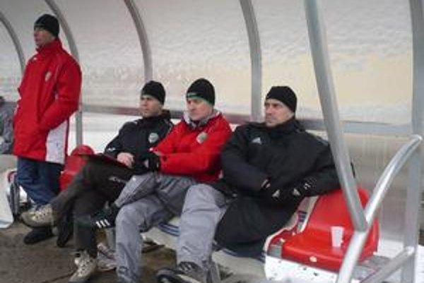 Roman Pivarník, tréner Tatrana (na snímke vpravo) je už zase na domácej lavičke.