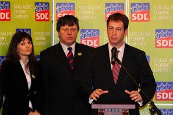 Vpravo Marek Blaha, predseda SDĽ, v strede Ján Kyselovič, prvý podpredseda SDĽ a vľavo Ľubica Šipulová, členka predsedníctva SDĽ.